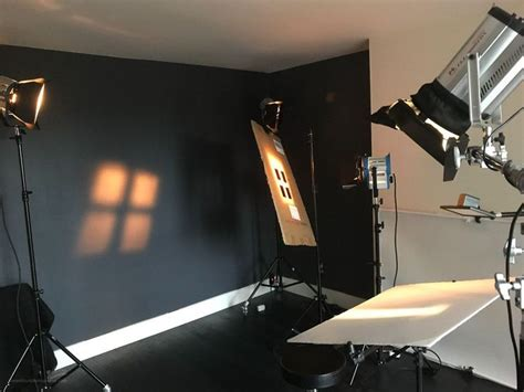 How I create Hollywood glamour portraits in the studio