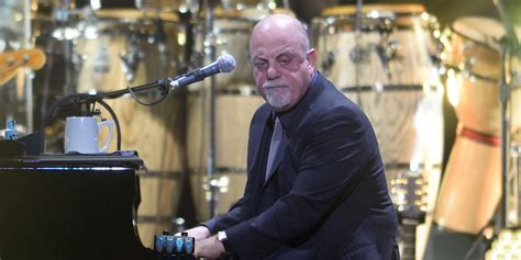 Billy Joel Forgets The Lyrics To 'We Didn't Start The Fire
