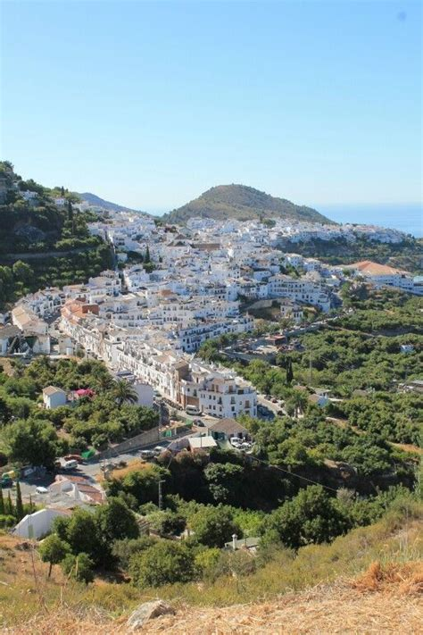 Frigiliana is located 6 km north of Nerja, Mága, Here you