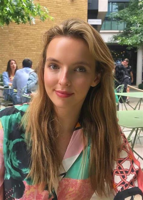 Jodie Comer Height, Weight, Age, Body Statistics - Healthy